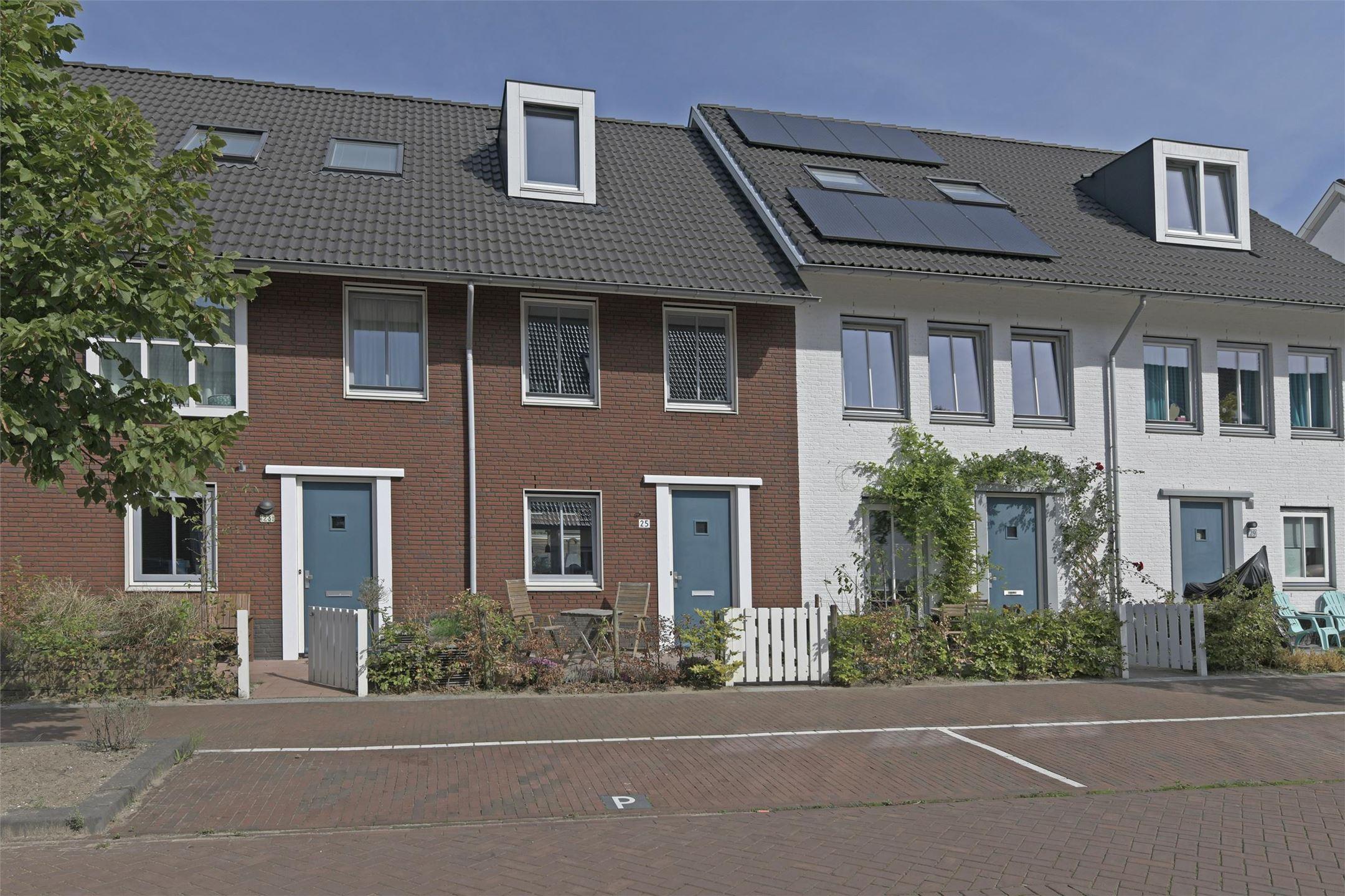 Gekleurde Eyecather Huis : Huis te koop a moenstraat kh amsterdam funda