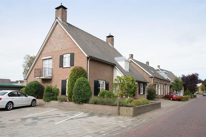 Garage Van Vlijmen : House for sale akkerstraat ea vlijmen funda