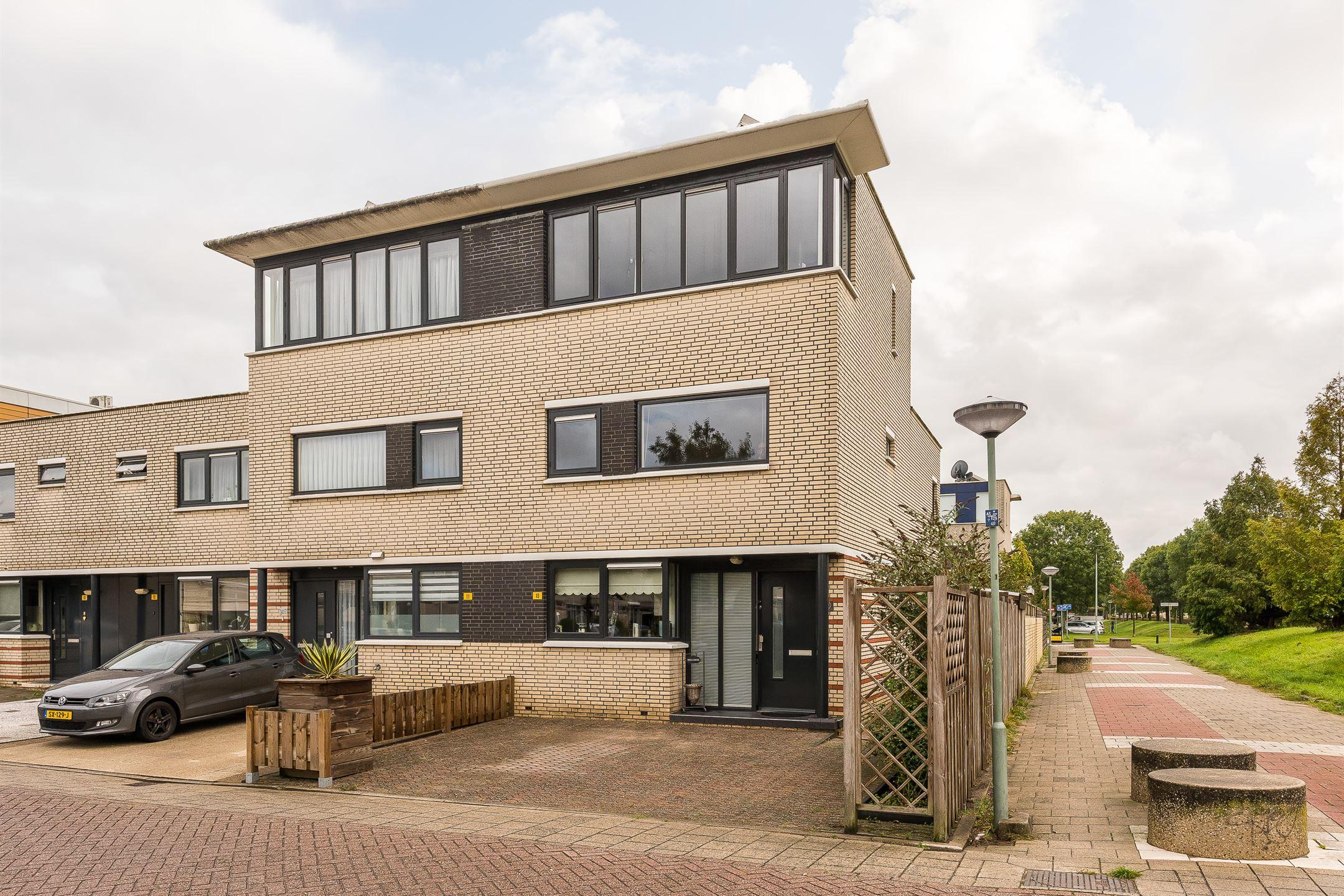 Huis te koop: Amazone 10 3315 WG Dordrecht [funda]