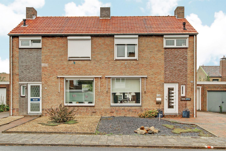 Bekijk foto 1 van Vroenhofstraat 17