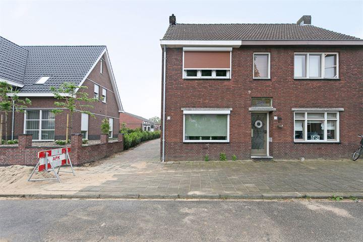 Maasstraat 13 .