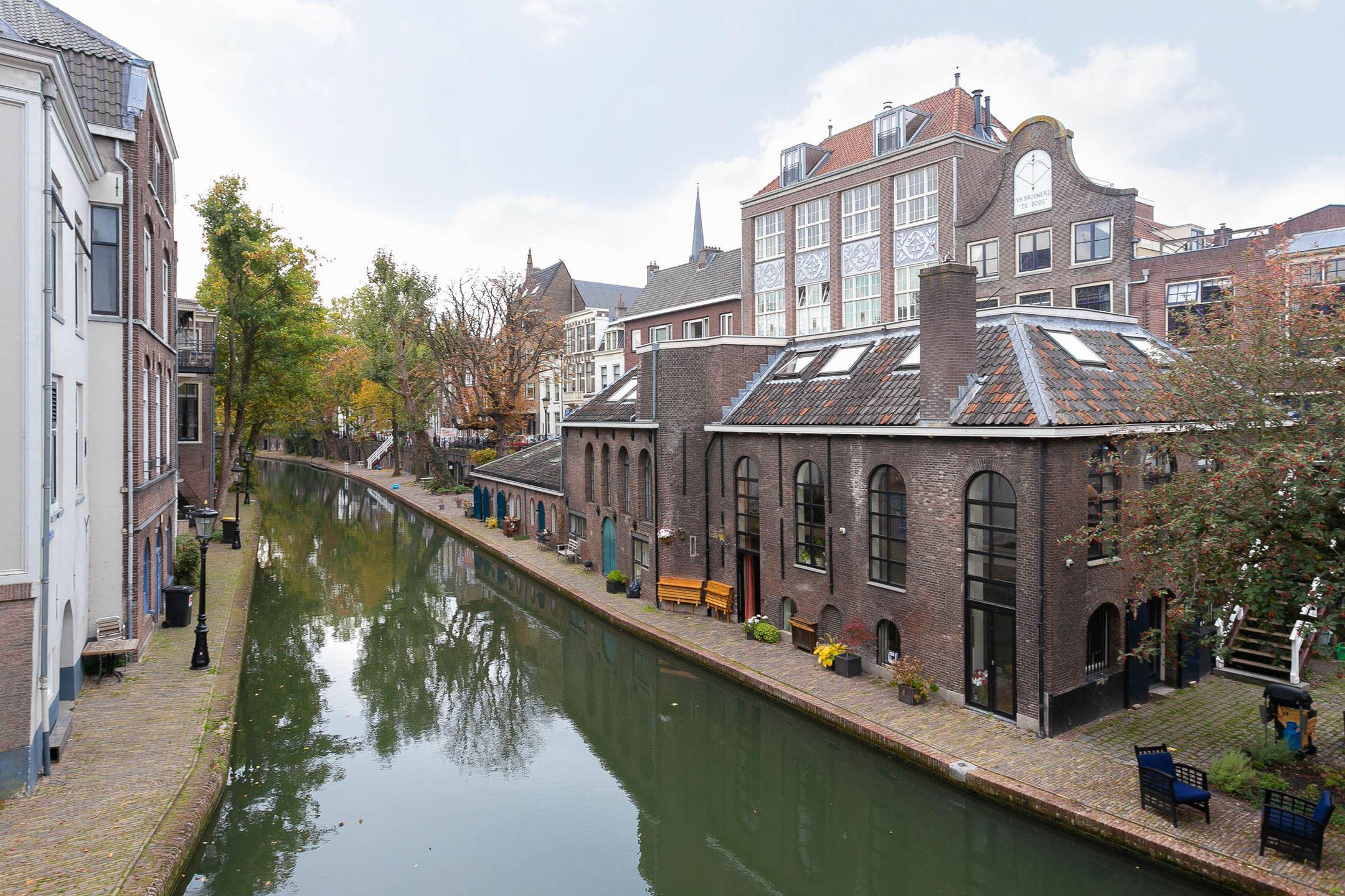 Deze toffe voormalige bierbrouwerij aan Utrechtse gracht staat te koop