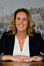 Margot de Boer (Real estate agent assistant)