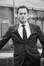 Eran Hausel (Directeur)