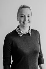 Annelien Feenstra (Real estate agent assistant)