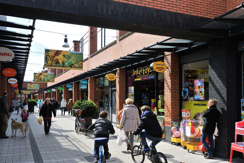 Bekijk foto 5 van Winkelcentrum De Schoof 178 .