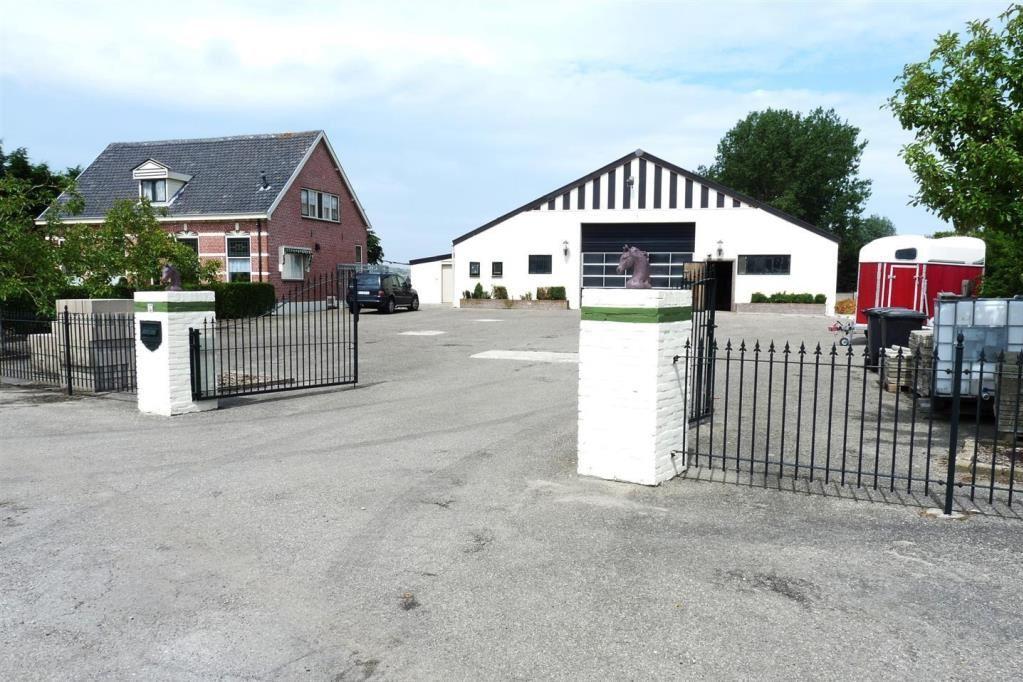 View photo 2 of Hogeweg 17