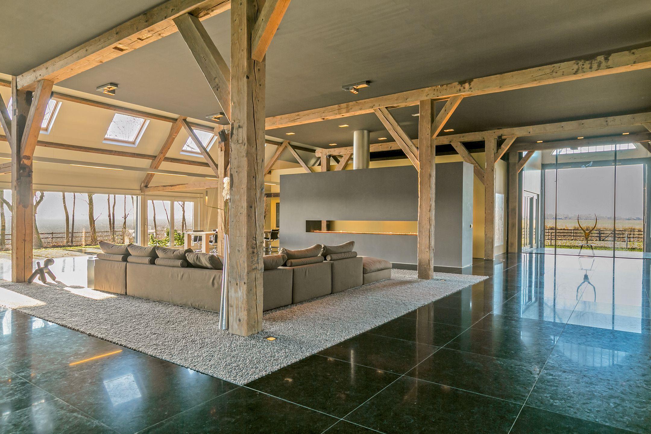 Ruimte en luxe genoeg in de brute jachthuis á € 2.750.000