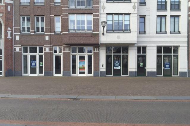 Bekijk foto 2 van Winkelcentrum Brandevoort