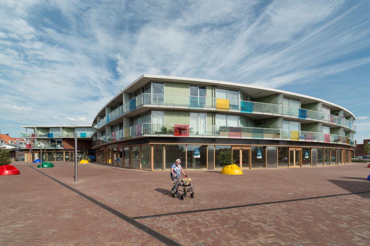Bekijk foto 1 van Winkelcentrum Haagdijk