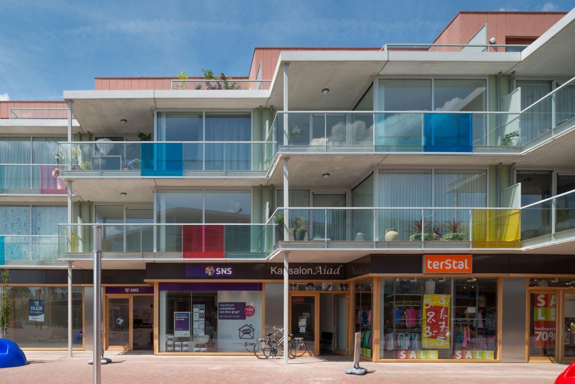 Bekijk foto 2 van Winkelcentrum Haagdijk