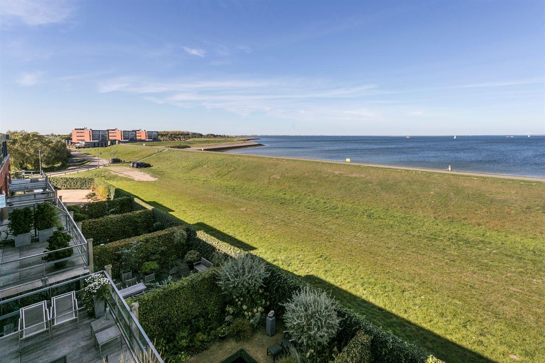 View photo 2 of Nieuwendijk 18