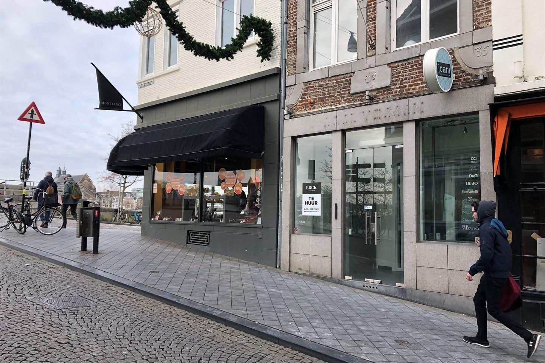 Bekijk foto 2 van Wycker Brugstraat 60