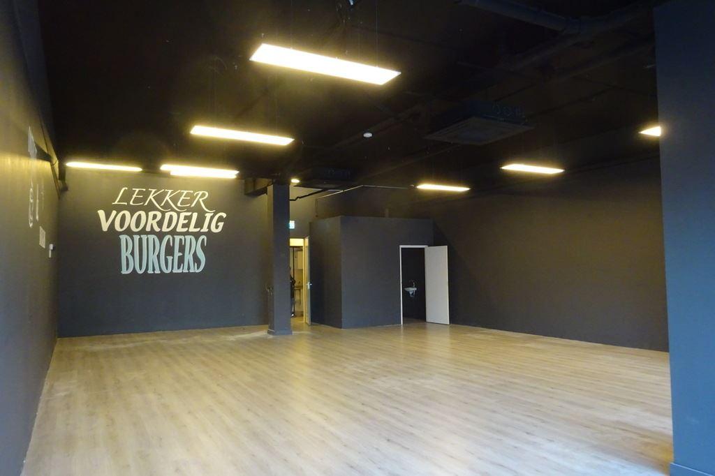 Bekijk foto 3 van Winkelcentrum Woensel 10