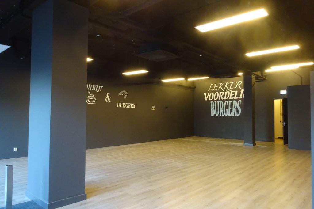 Bekijk foto 2 van Winkelcentrum Woensel 10
