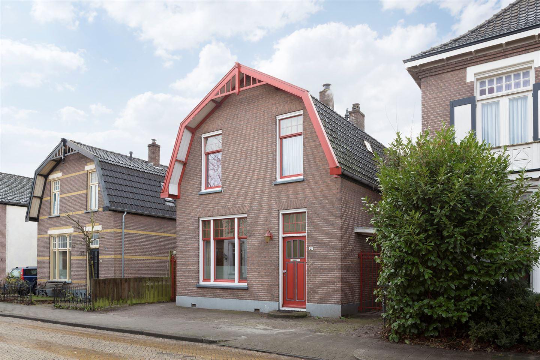 Bekijk foto 2 van De Ruyterstraat 21