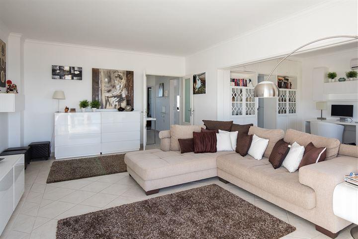 Penthouse met 290 m2 leefruimte en uitzicht op zee