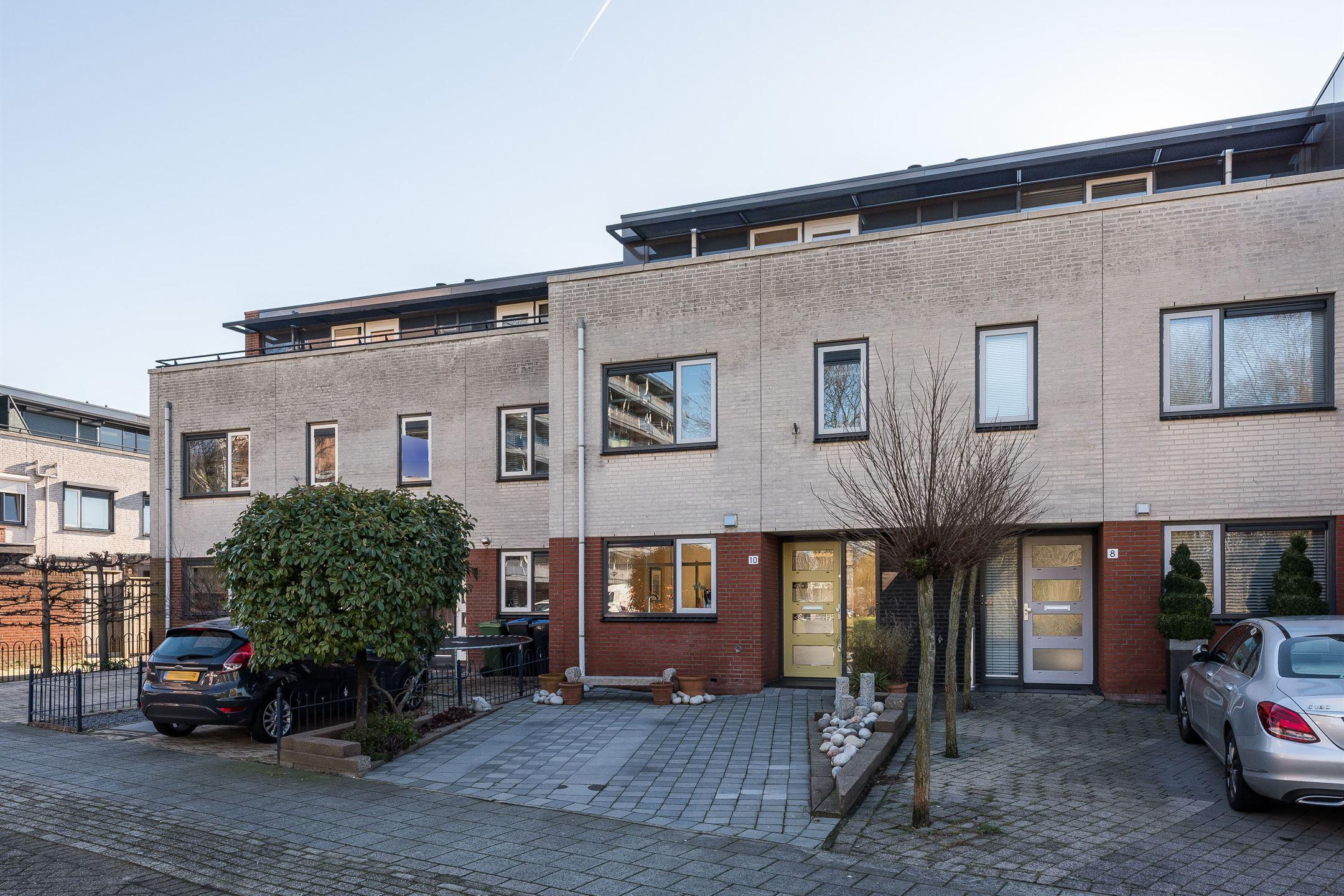 Huis te koop: burgemeester a. van walsumlaan 10 3135 wp vlaardingen