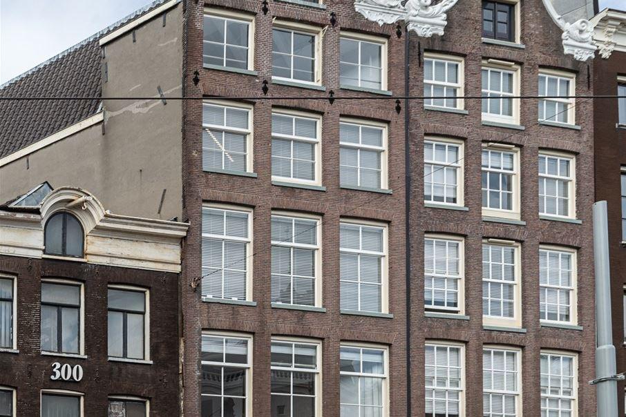 Bekijk foto 1 van Nieuwezijds Voorburgwal 296-298