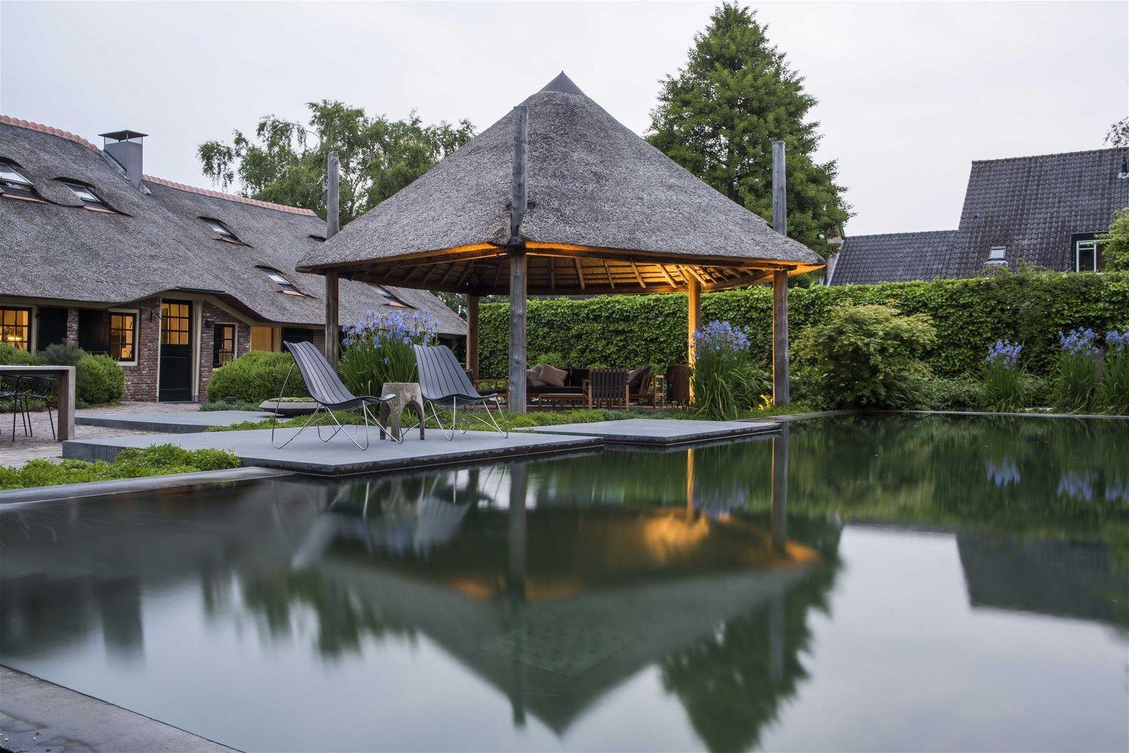 Een paradijs in eigen land: deze Woonboerderij in Laren á € 3.250.000 k.k.