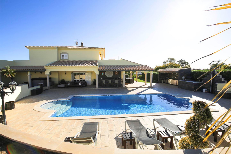 Bekijk foto 2 van Fantastische villa met 5 slaapkamers dicht bij Ferragudo en Carvoeiro
