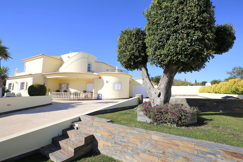 Bekijk foto 3 van Fantastische villa met 5 slaapkamers dicht bij Ferragudo en Carvoeiro