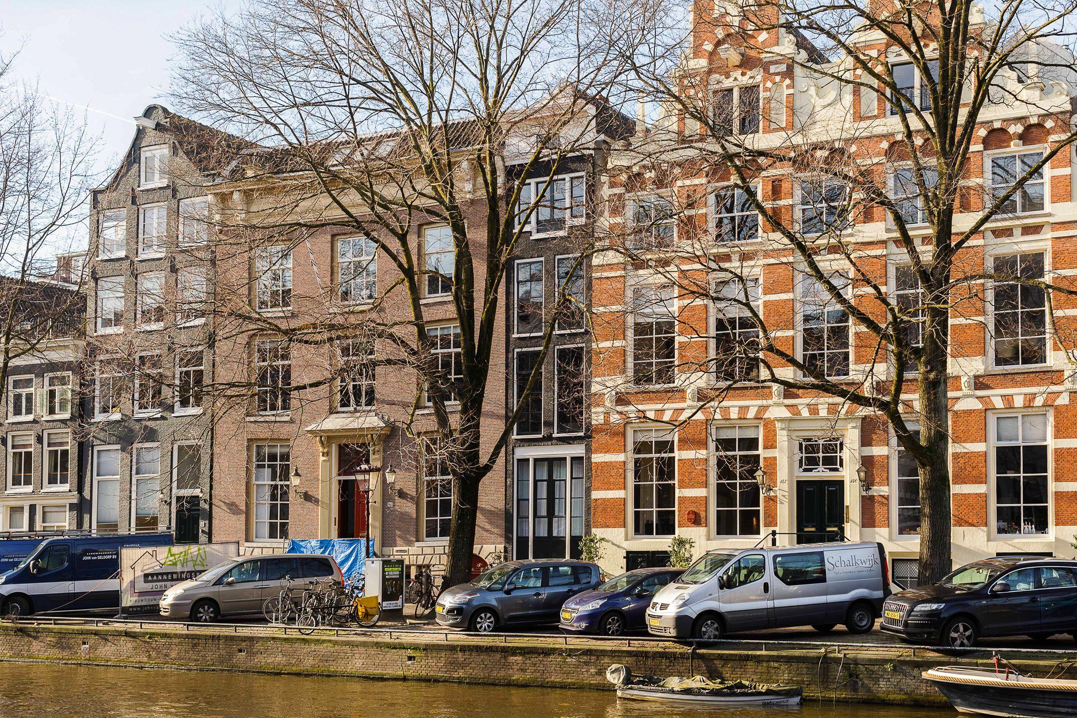 Dit Amsterdamse Grachtenpand van nog geen 3 m breed kost je € 2.290.000 k.k.