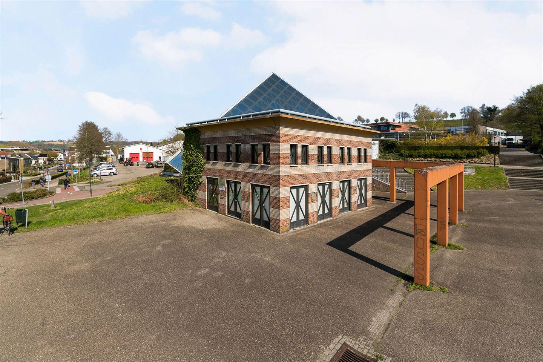 Bekijk foto 3 van Landsraderweg 7