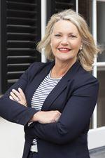 Lia Beijer (Real estate agent assistant)