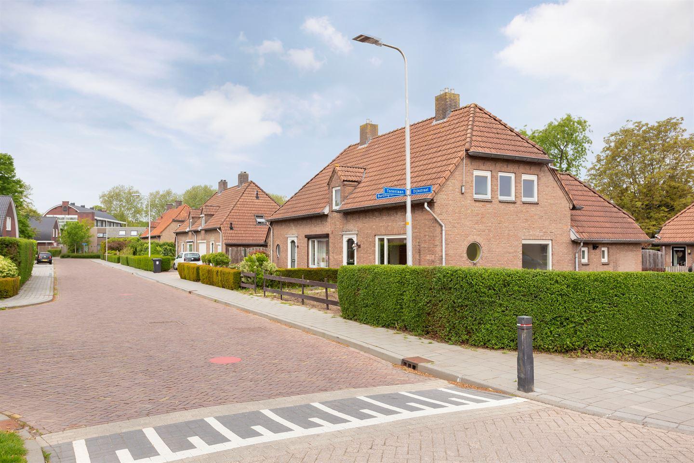 Bekijk foto 2 van Burchtgraafstraat 25