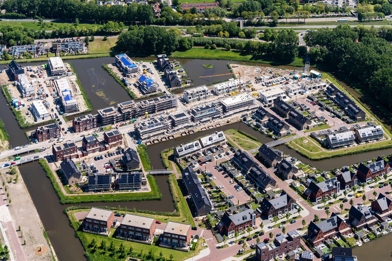 View photo 2 of Tinbergenlaan 136