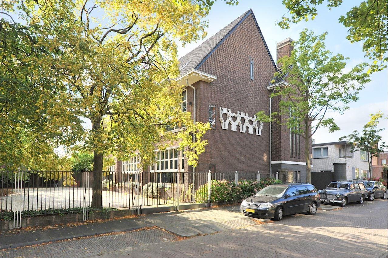 Bekijk foto 2 van Maerten Trompstraat 25