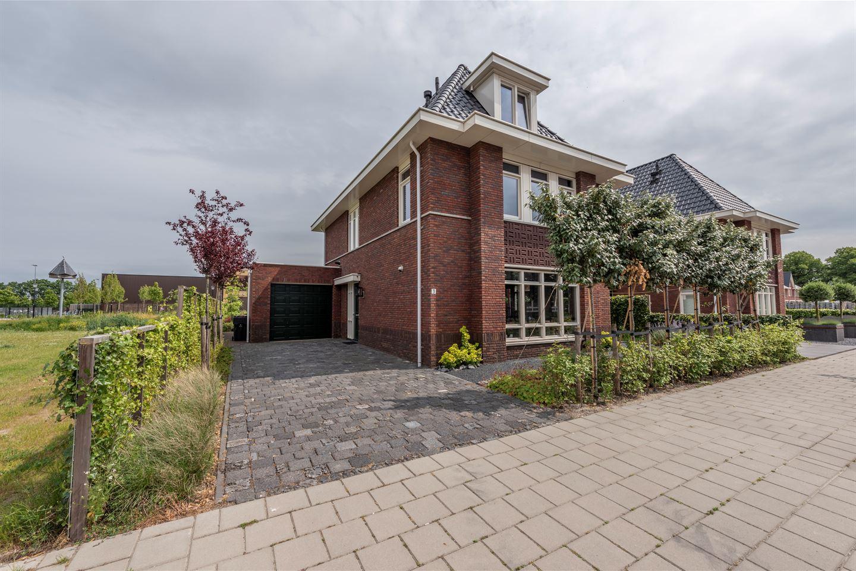 Bekijk foto 1 van Burgemeester Van Walsumstraat 3