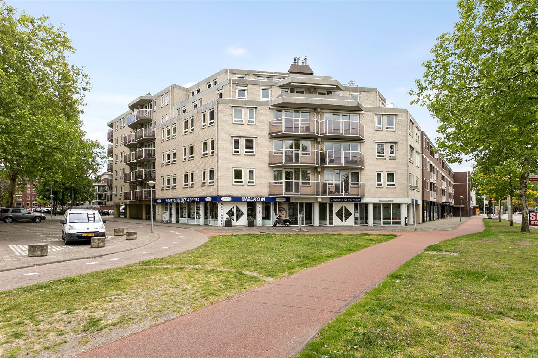 Bekijk foto 2 van Pastoor Harkxplein 12