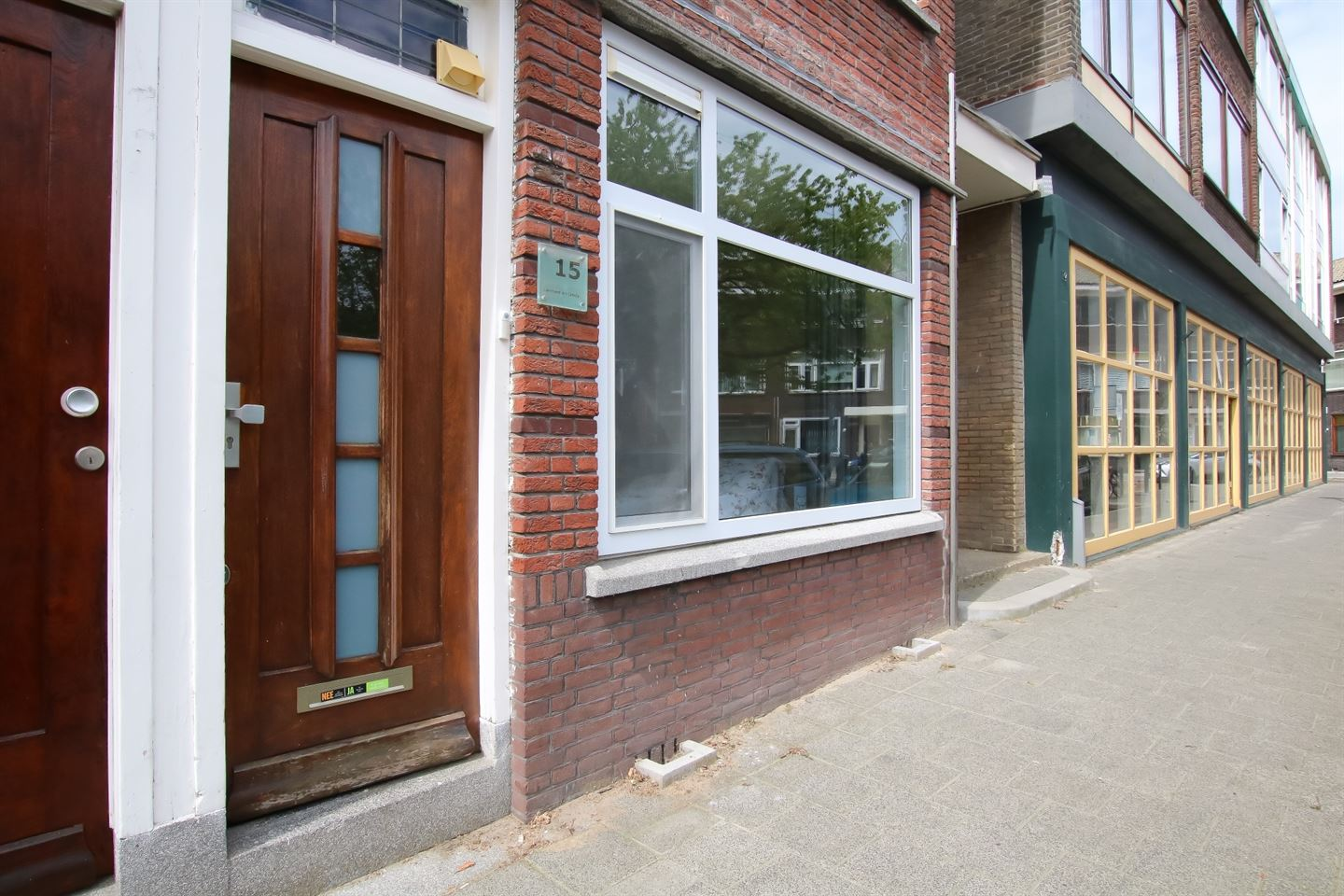 View photo 2 of Bachstraat 15