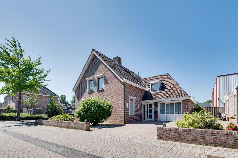 Bekijk foto 1 van Robijnborch 11