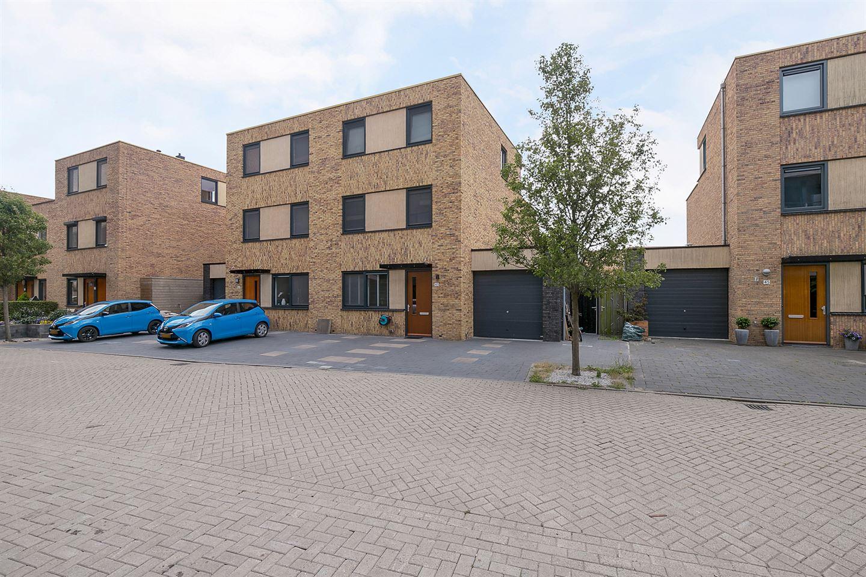 Bekijk foto 2 van Hugo de Vriesstraat 43