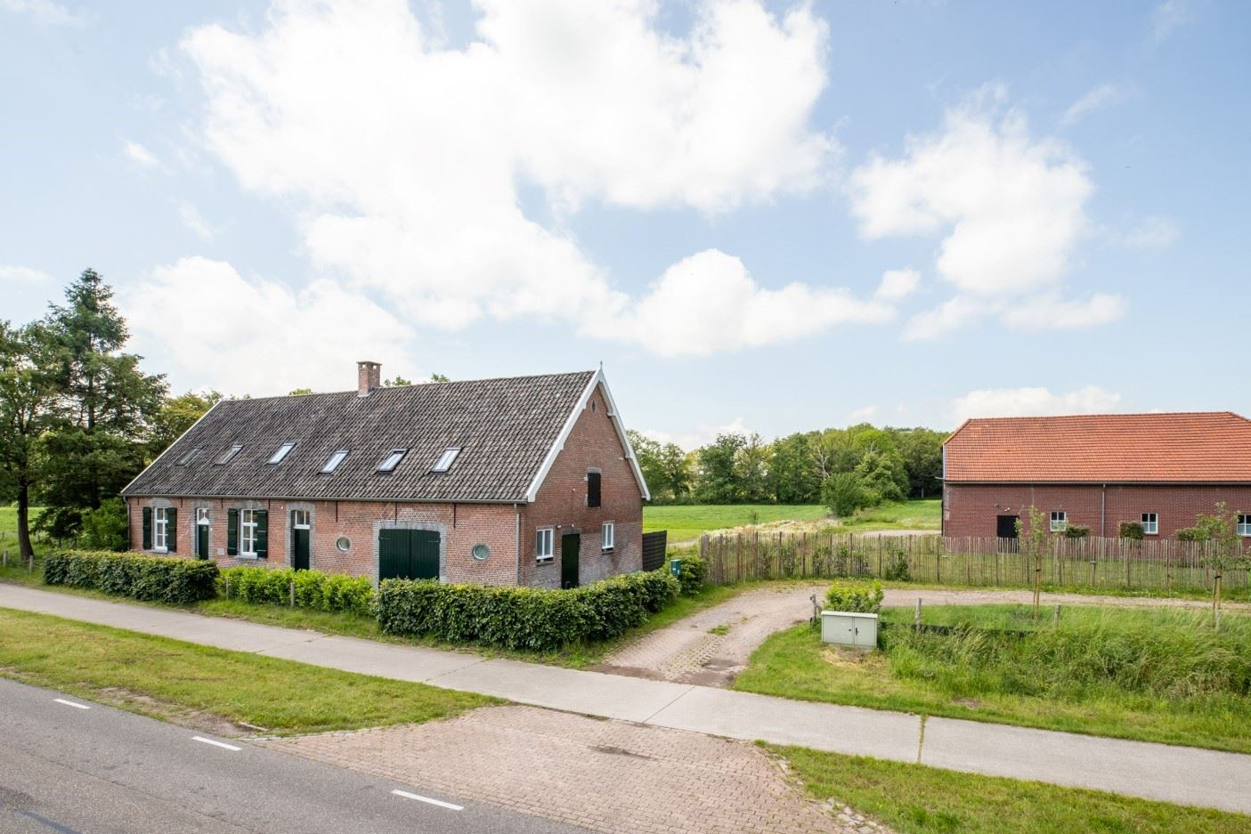 Bekijk foto 1 van Rucphenseweg 39