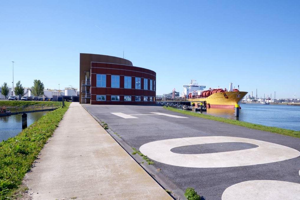 Bekijk foto 2 van Oude Maasweg 2