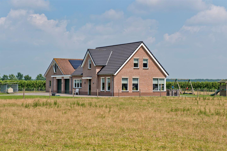 View photo 2 of Terweistraat 2 .