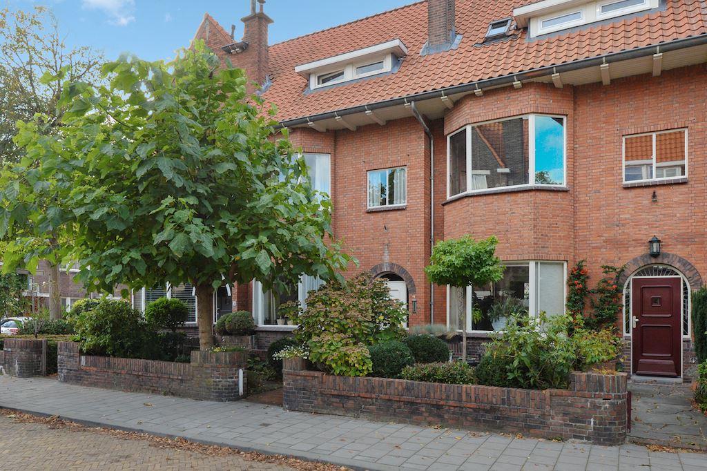Bekijk foto 1 van Van der Woertstraat 52