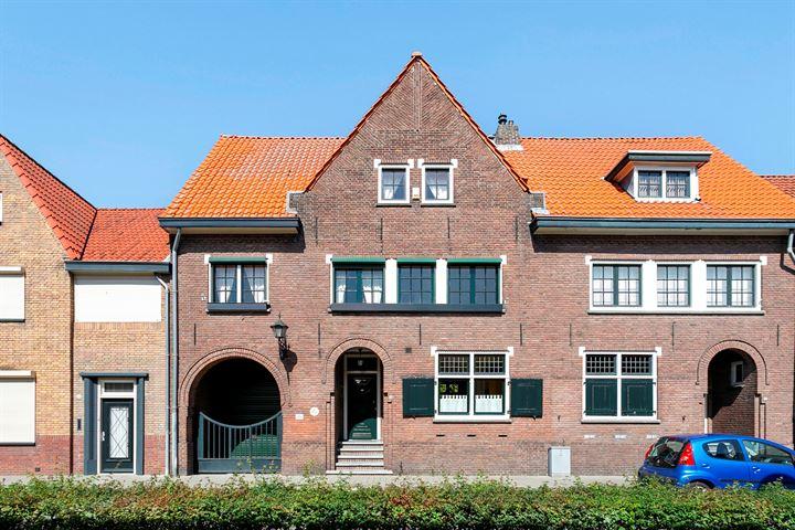 Pastoor van Leeuwenstraat 54