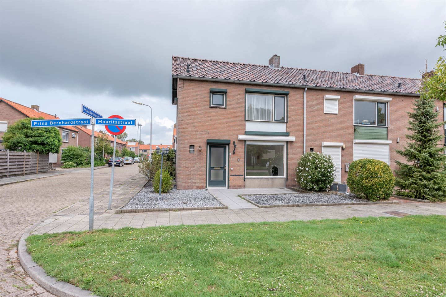 View photo 1 of Mauritsstraat 1