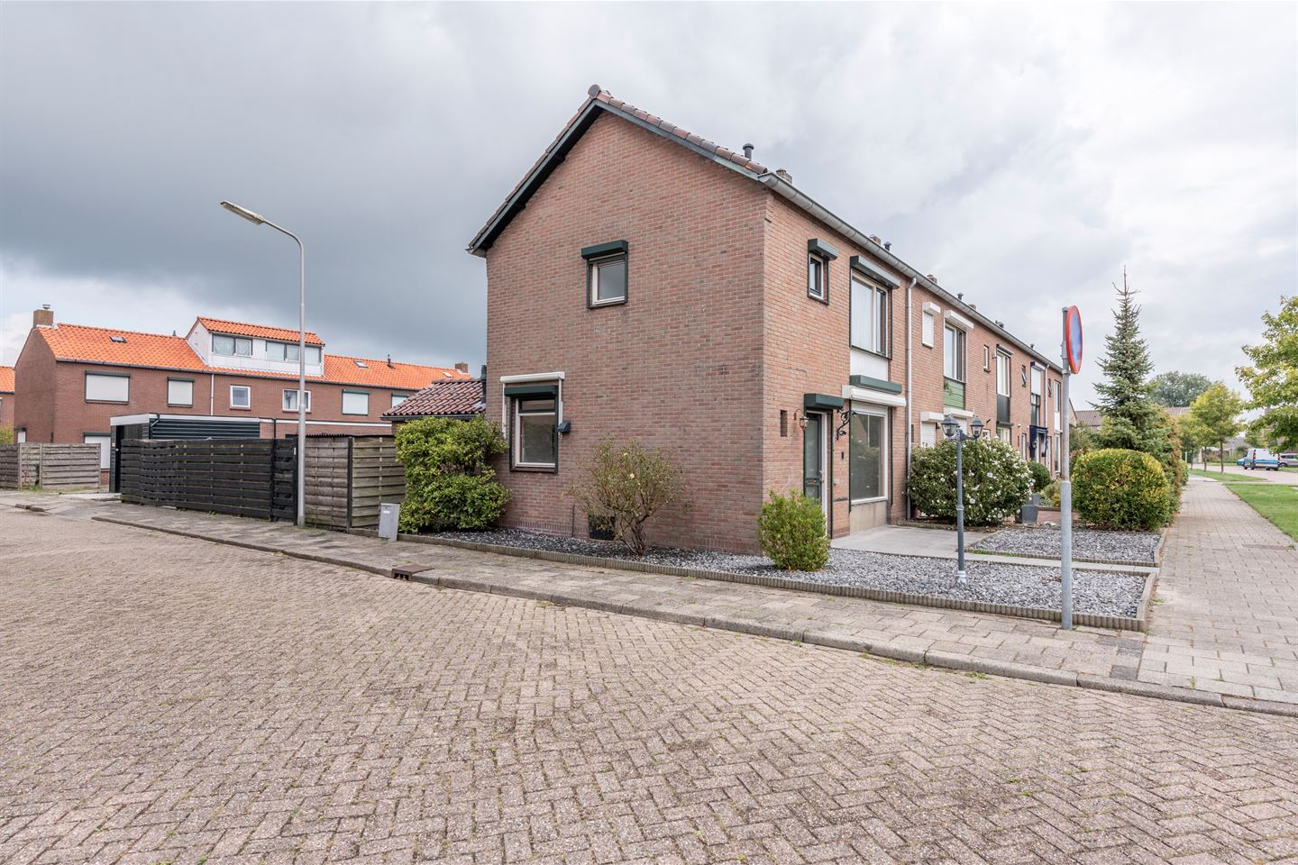 View photo 2 of Mauritsstraat 1