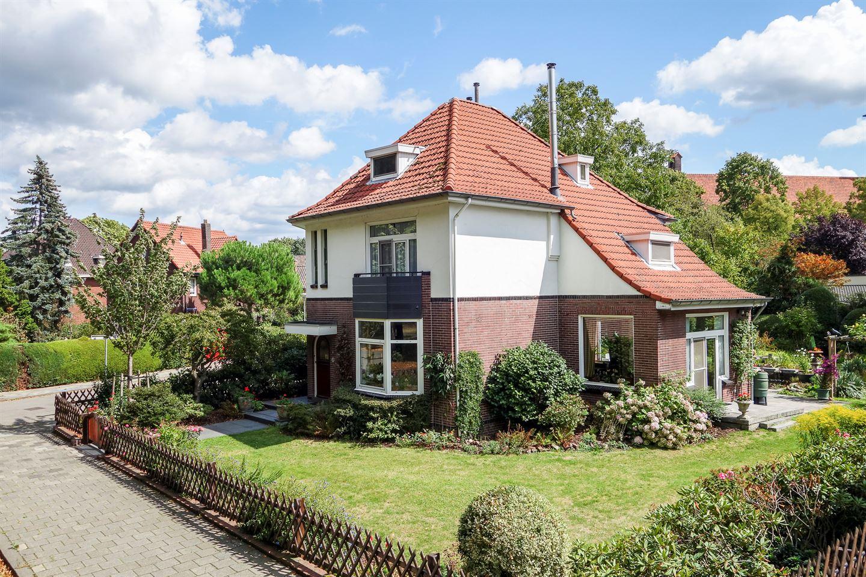 Bekijk foto 1 van Burgemeester van Liebergenstraat 8