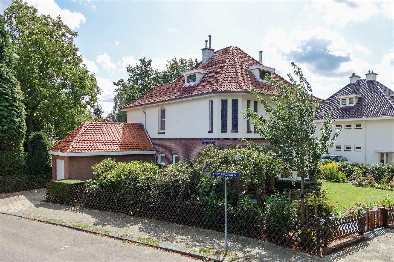 Bekijk foto 2 van Burgemeester van Liebergenstraat 8