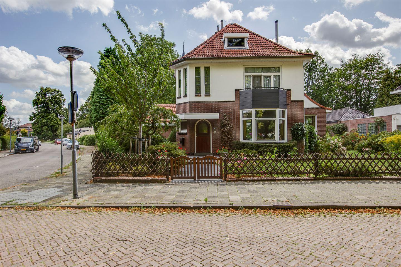 Bekijk foto 4 van Burgemeester van Liebergenstraat 8