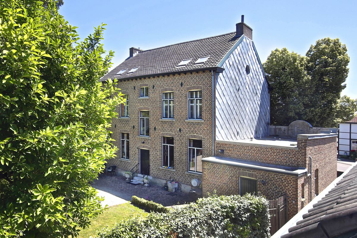 View photo 2 of Hoofdstraat 24