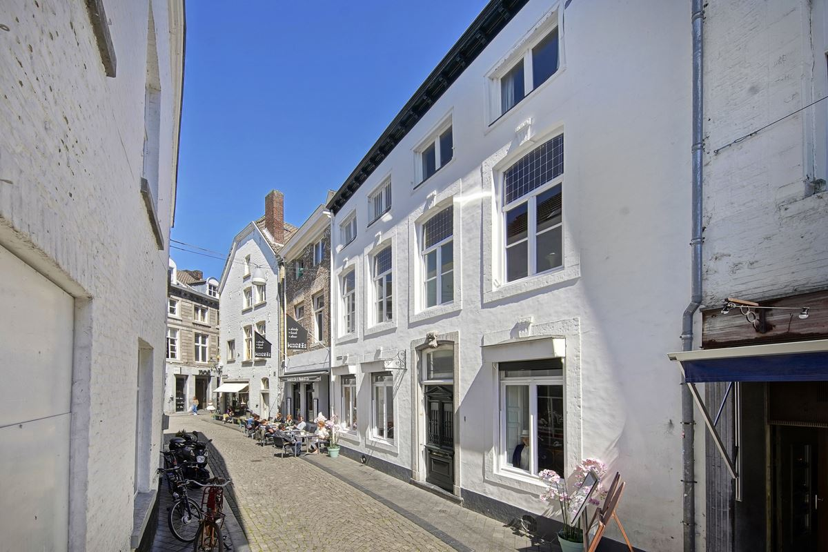 View photo 2 of Heggenstraat 1 a