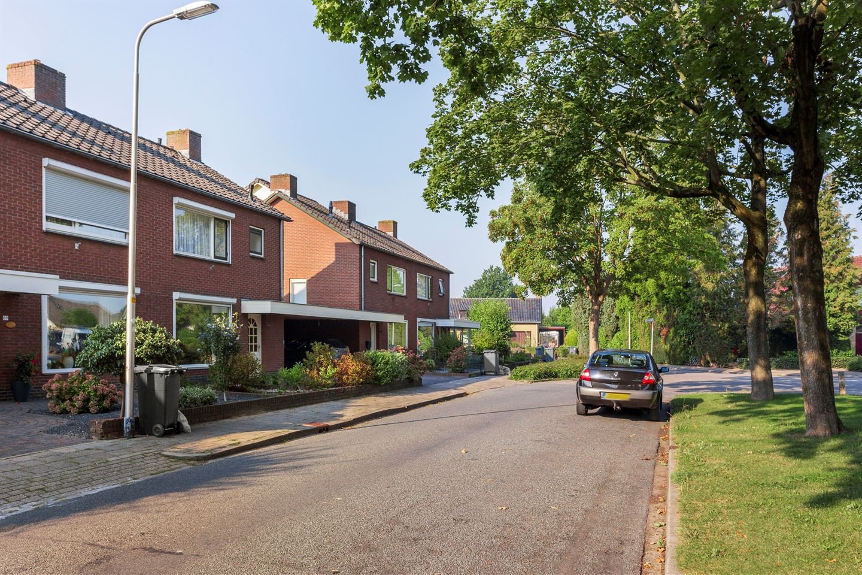 View photo 2 of Emmastraat 71